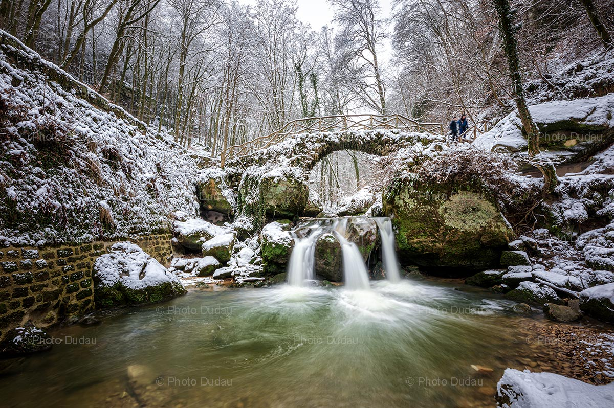 Mullerthal Schiessentümpel waterfall in winter