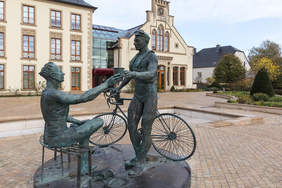Barthel-Frantz monument