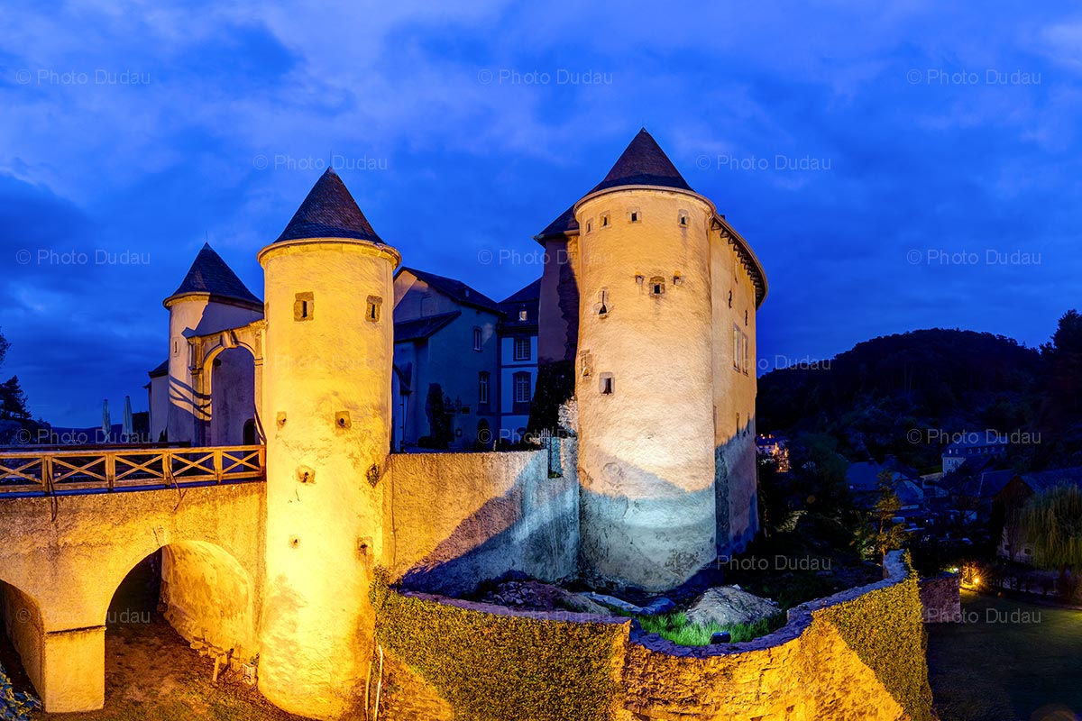 Bourglinster Castle at night