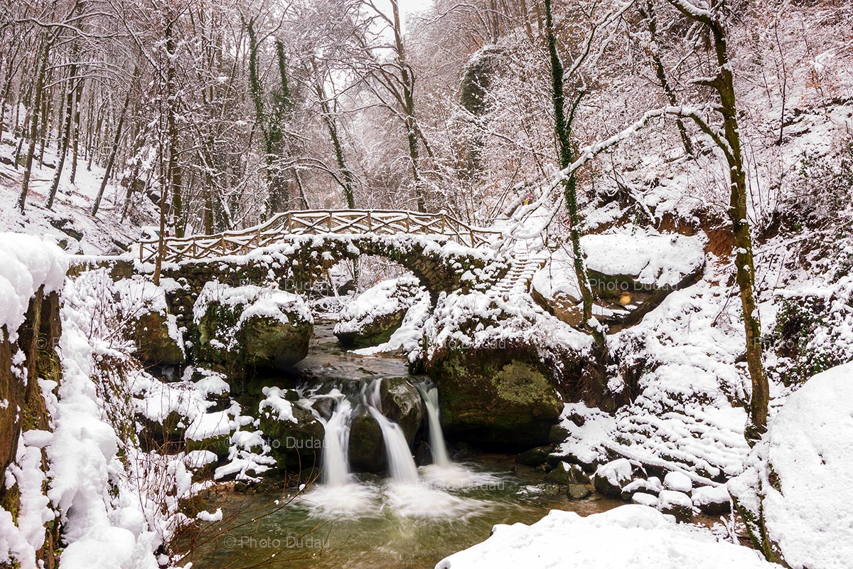 Mullerthal waterfall Schiessentümpel under snow