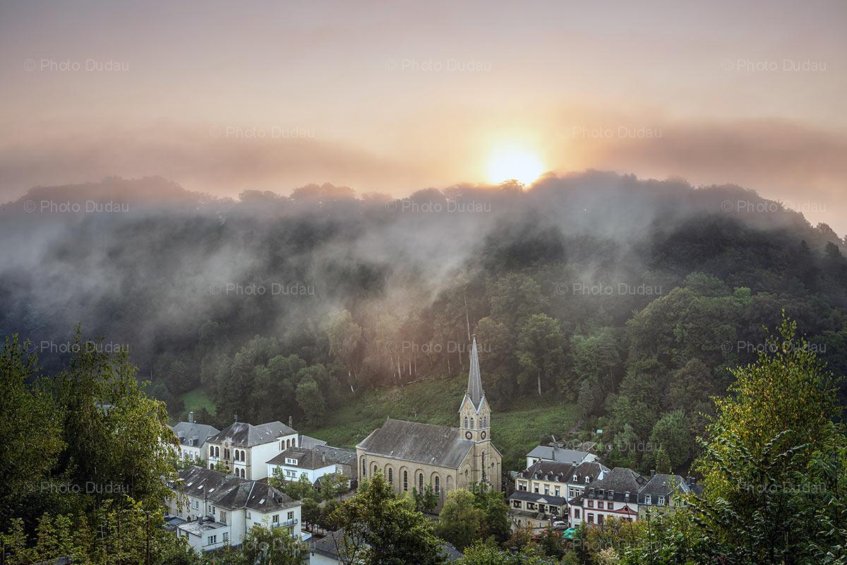 Foggy sunrise in Larochette town